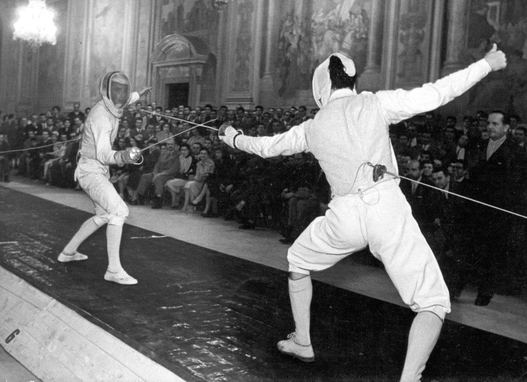 Gyuricza József (b) és az olimpiai bajnok Edoardo Mangiarotti a páston